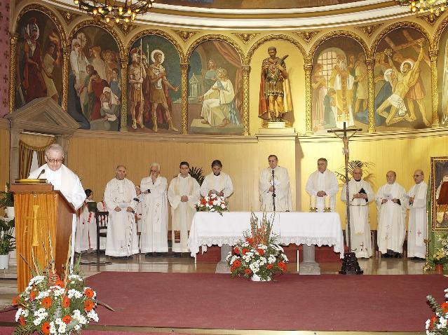 Celebración de los 25 años de la presencia de los PP. Barnabitas en Sant Adrià de Besòs - BARCELONA. Preside el Arzobispo de Barcelona Mons. Luis Martínez Sistach 19-02-2006