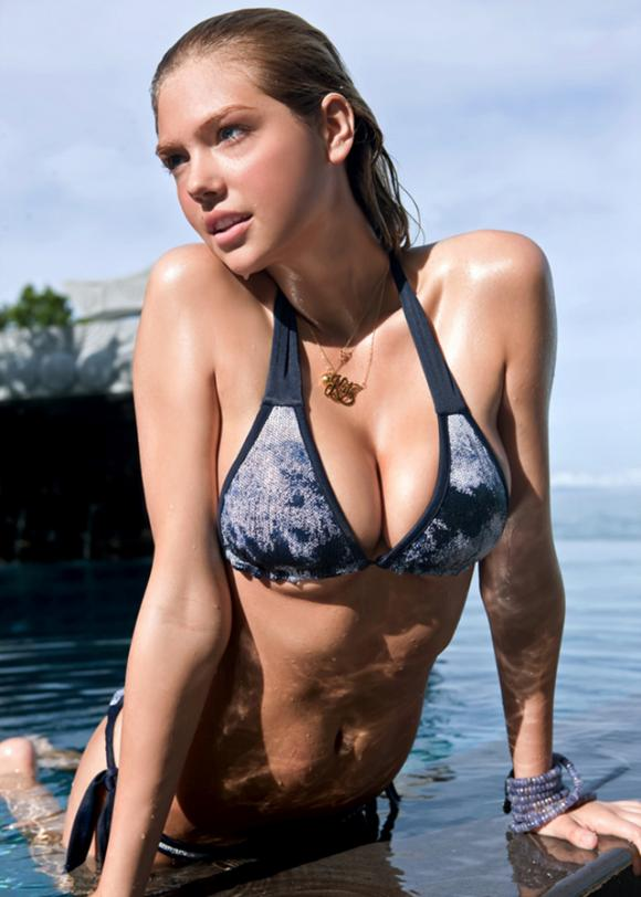 kate-upton-in-water