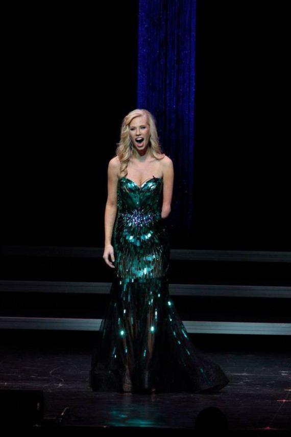Miss Iowa 2013 Nicole Kelly Barnorama