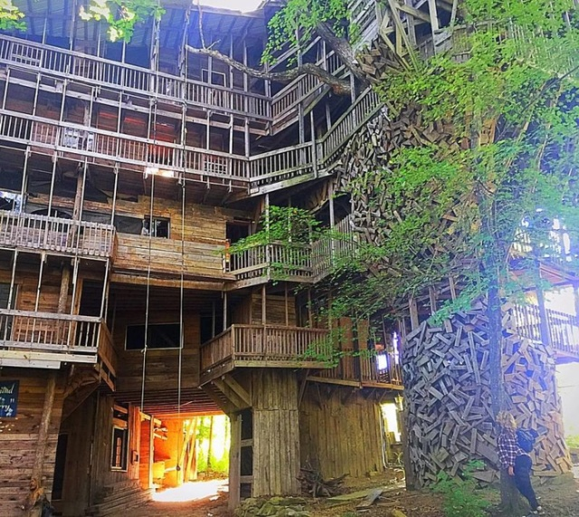 Tennessee 10 Story Tree House With 80 Rooms Barnorama