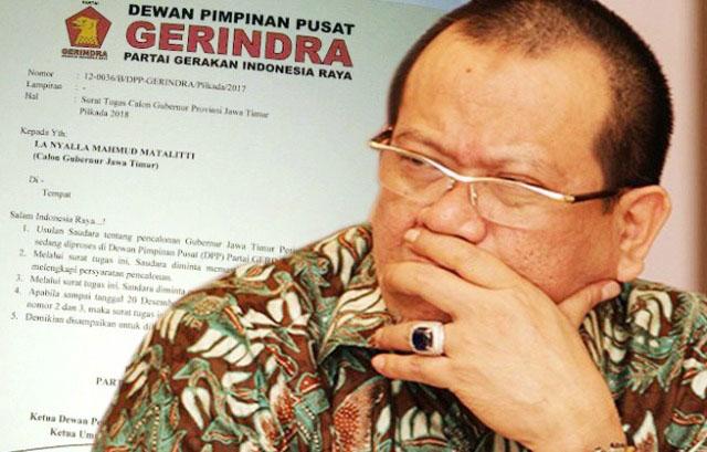 KEMBALIKAN MANDAT: La Nyalla Mattalitti mengembalikan mandat surat penugasan dari DPP Partai Gerindra setelah gagal mendapatkan koalisi Parpol untuk maju di Pilgub Jatim 2018 hingga deadline 20 Desember 2017.   Foto: Ist