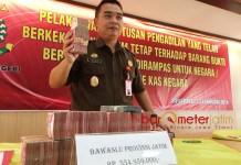 UANG HASIL KORUPSI: Kejari Surabaya mengembalikan uang Rp 1,07 milar hasil kejahatan korupsi ke kas negara. | Foto: Barometerjatim.com/ABDILLAH HR