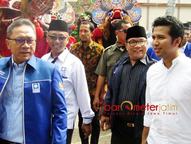 SAMBUT KETUM PAN: Emil Dardak menyambut kehadiran Zulkifli Hasan bersama pimpinan DPD PAN Jatim di Trenggalek, Selasa (24/4). | Foto: Barometerjatim.com/ROY HASIBUAN