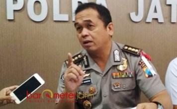 BANTAH REKAYASA KASUS: Kombes Pol Frans Barung Mangera membantah tudingan pihak Polda Jatim melakukan rekayasa kasus Sipoa. | Foto: Barometerjatim.com/ABDILLAH HR