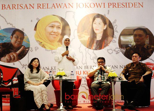 LOYALIS JOKOWI BARA JP: Khofifah menghadiri acara loyalis Jokowi, Bara JP di Surabaya, Rabu (20/6) malam, | Foto: Barometerjatim.com/MARIJAN AP