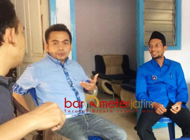 'RESEP' UNTUK KEMENANGAN PRABOWO: Farkhan Effendy (kanan) bersama Ketua DPC Partai Demokrat Jombang, Syarif Hidayatullah. | Foto: Barometerjatim.com/NANTHA LINTANG