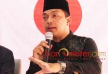 KHOFIFAH-EMIL DUKUNG JOKOWI: Gus Hans, Emil Dardak berseiring dengan Khofifah mendukung Jokowi-Ma'ruf Amin di Pilpres 2019. | Foto: Barometerjatim.com/ROY HASIBUAN