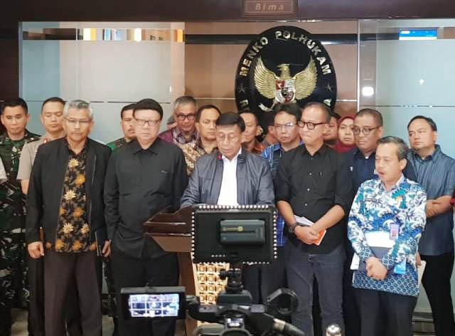 TANGGAP DARURAT: Konferensi pers penanganan gempa Palu dan Donggala di Kemenko Bidang Politik, Hukum dan Keamanan, Jakarta Pusat, Sabtu (29/9).   Foto: Humas Kemensos