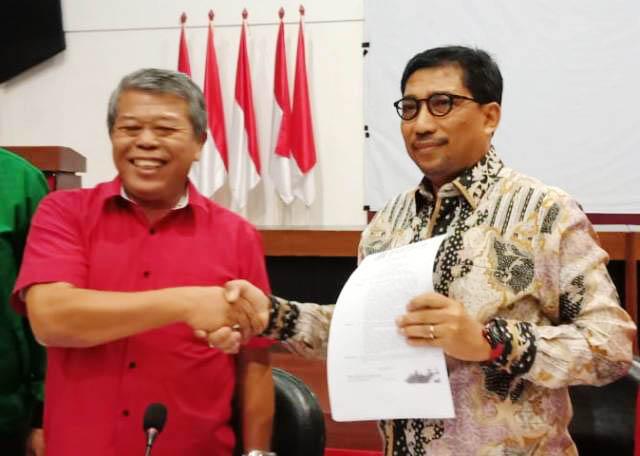 TIMSES JOKOWI-KIAI MA'RUF: Machfud Arifin (kanan) ditetapkan sebagai Ketua Tim Kampanye Nasional (TKN) Joko Widodo-Kiai Ma'ruf Amin di Jatim, Rabu (19/9). | Foto: IST