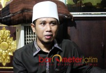 UNTUK JAMAAH-IMAM MANAQIB: Ra Fadil, tekad memperjuangkan jamaah dan imam manakib di daerah miskin lewat parlemen. | Foto: Barometerjatim.com/ROY HASIBUAN