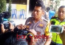 BERI KETERANGAN: Kapolres Lamongan, AKBP Feby DP Hutagalung, masih dalami motif penyerangan Pos Polantas, Selasa (20/11). | Foto: Barometerjatim.com/HAMIM ANWAR