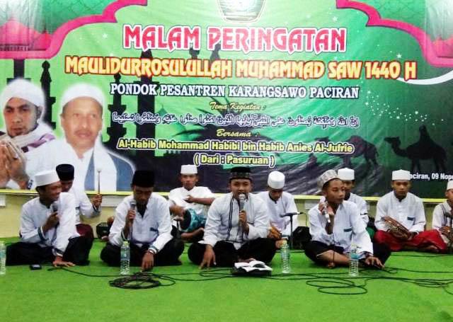 MAULID NABI: Peringatan Maulid Nabi Muhammad Saw di Ponpes Karangsawo, Paciran, Lamongan, Jumat (9/11) malam. | Foto: Winnie