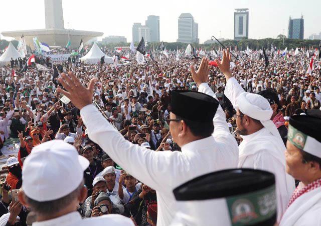 INSENTIF ELEKTABILITAS: Prabowo Subianto saat menghadiri acara Reuni 212 di kawasan Monas Jakarta, Minggu (2/12).   Foto: IST