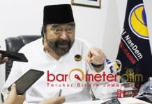 SURAYA PALOH CEMAS: Ketum Partai Nasdem, Surya Paloh di kantor Bappilu DPW Partai Nasdem Jatim, Surabaya, Sabtu (15/12). Cemas dengan Pemilu 2019. | Foto: Barometerjatim.com/ROY HASIBUAN