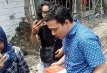 Anak Wali Kota Risma, Fuad Benardi berusaha menghindari pertanyaan awak media. | Foto: Ist