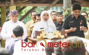 Khofifah, Azwar Anas, Saiful Rachman mendoakan siswa SMA/SMK yang akan UNBK. | Foto Barometerjatim.com/marjan ap