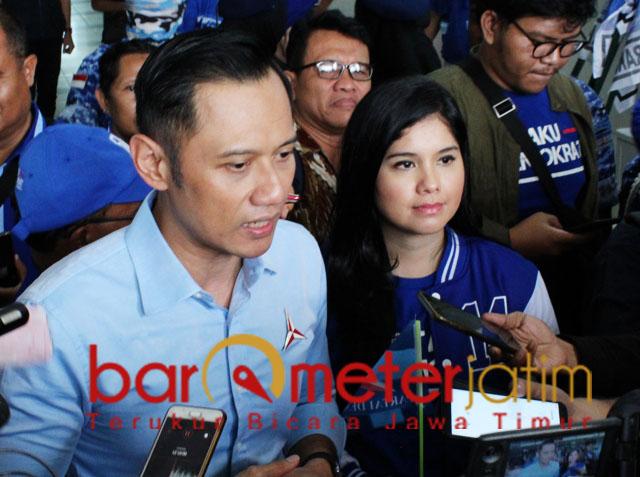AHY dan istrinya, Annisa Pohan usai acara pidato politik Partai Demokrat di Surabaya. | Foto: Barometerjatim.com/roy hs