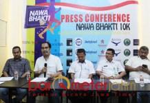 Harun Al Rasyid (dua dari kiri) saat keonferensi pers Nawa Bhakti 10K | Foto: Barometerjatim.com/roy hs