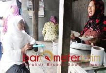 Khofifah dan sosok Kartini masa kini di Pasar Menganti Gresik. | Foto: Barometerjatim.com/roy hs