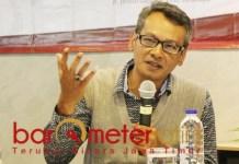 Mochtar W Oetomo, hasil quick count tak akan jauh berbeda dengan rekapitulasi KPU. | Foto: Barometerjatim.com/dok