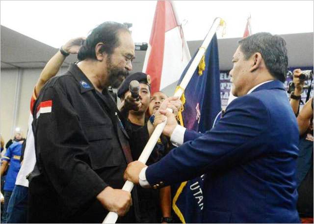 Surya Paloh melantik ketua DPD Partai Nasdem Deli Serdang, Rabu (3/4/2019). | Foto: Ist