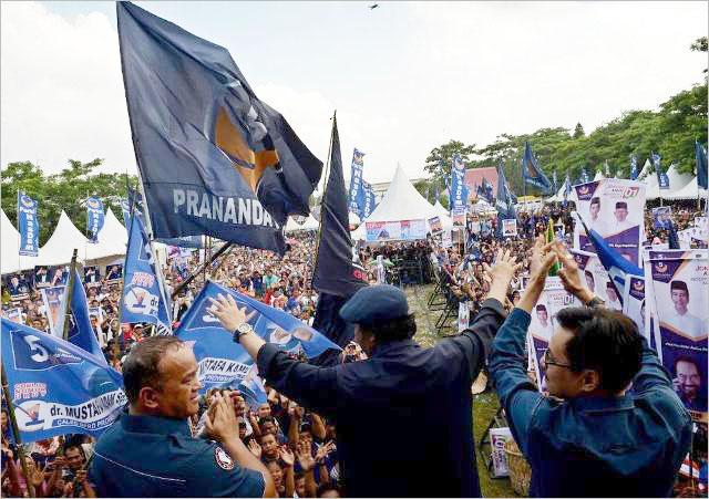 Ribuan massa mengikuti kampanye akbar Partai Nasdem di Lapangan Gajah Mada, Medan. | Foto: Ist