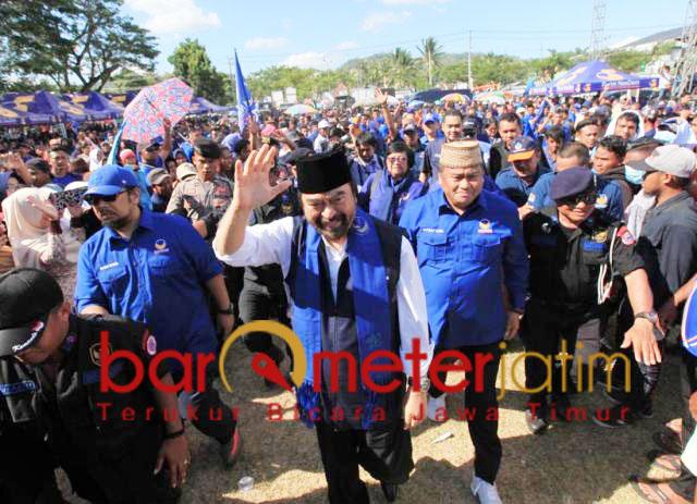 Surya Paloh disambut ribuan kader dan simpatisan Nasdem. | Foto: Barometerjatim.com/natha lintang