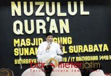 Gus Qoyyum memberi ceramah peringatan Nuzulul Qur'an di Masjid Ampel. | Foto: Barometerjatim.com/roy hs