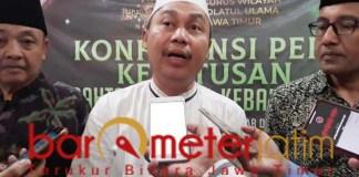 KH Syafrudin Syarif, aksi people power hukumnya haram. | Foto: Barometerjatim.com/hamim anwar