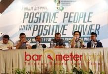 Novri Susan (dua dari kanan), people power ala kubu Prabowo distorsi demokrasi. | Foto: Barometerjatim.com/roy hs
