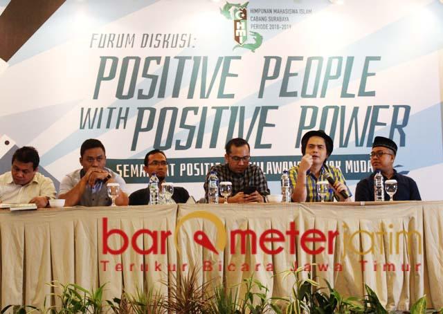Novri Susan (dua kanan), people power kubu Prabowo distorsi demokrasi.   Foto: Barometerjatim.com/roy hs