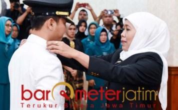 PELANTIKAN: Khofifah melantik Nur Arifin sebagai bupati Trenggalek gantikan Emil Dardak. | Foto: Barometerjatim.com/ABDILLAH HR