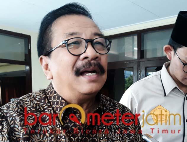 Pakde Karwo, politik uang menjadi titik lemah demokrasi di Indonesia. | Foto: Barometerjatim.com/abdillah hr