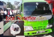 Minibus peserta people power diamankan. Inset: Diduga bom molotov. | Foto: Barometerjatim.com/natha lintang
