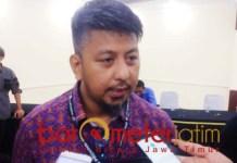 Renville Antonio, layangkan protes saat rekapitulasi tingkat KPU Jatim. | Foto: Barometerjatim.com/roy hs