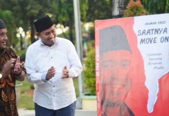 Wakil Bupati Sumenep, Achmad Fauzi launching buku perdananya: Saatnya MOve On.   Foto: Ist