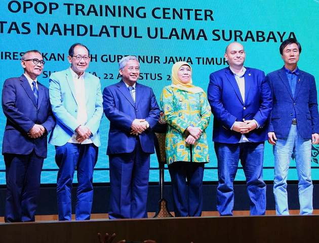 PERESMIAN OPOP TRAINING CENTER: Khofifah saat peresmian program One Pesantren One Product di Kampus Unusa. | Foto: IST