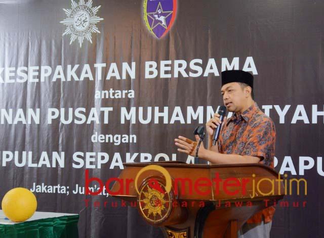VIRUS PERDAMAIAN: Gus Hans di acara kesepakatan bersama PP Muhammadiyah-Uni Papua FC.   Foto: Barometerjatim.com/ROY HS