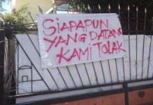 TOLAK DIKUNJUNGI SIAPAPUN: Spanduk penolakan mahasiswa Papua di Surabaya dikunjungi siapapun. | Foto: IST
