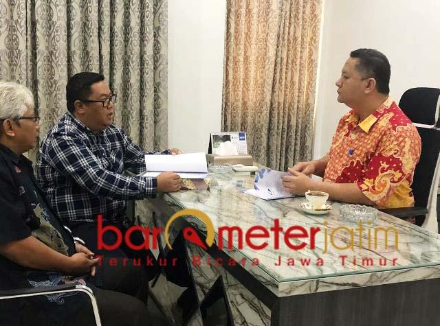 BAHAS INTERNET LEMOT: Whisnu Sakti Buana bertemu dengan pihak APJII Jatim. | Foto: Barometerjatim.com/WIRA HARLIJADI