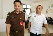 DIPERIKSA KEJARI: Mantan Ketua DPRD Surabaya, Armuji diperiksa Kejari dalam kasus korupsi Jasmas. | Foto: IST