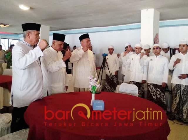 RESTU NU: KH Salim Azhar (kiri), PCNU dan kiai restui Aspri Kiai Ma'ruf maju Pilbup Lamongan. | Foto: Barometerjatim.com/HAMIM ANWAR