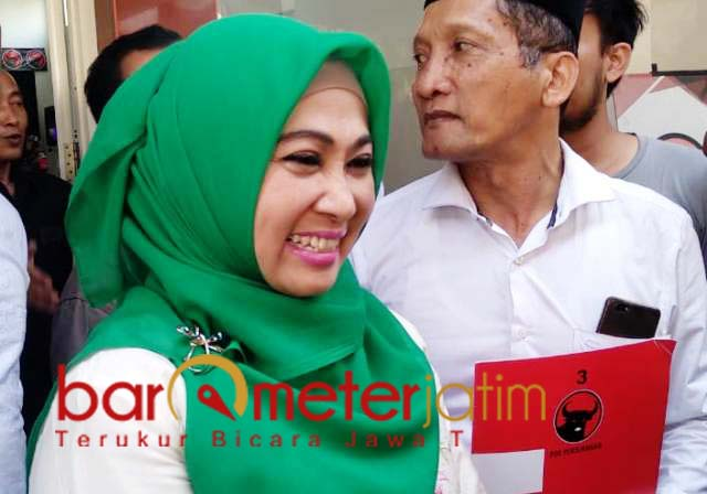 MANUT NU DNA KIAI: Kartika Hidayati, serahkan urusan calon wakilnya ke NU dan kiai. | Foto: Barometerjatim.com/HAMIM ANWAR