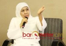 BISNIS ONLINE: Khofifah ajak ibu rumah tangga bisnis online di era industri 4.0. | Foto: Barometerjatim.com/ROY HS