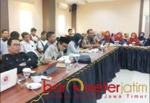 PRO KONTRA: FGD membahas pro kontra pendirian pabrik pengolahan limbah B3 di Lamongan. | Foto: Barometerjatim.com/HAMIM ANWAR