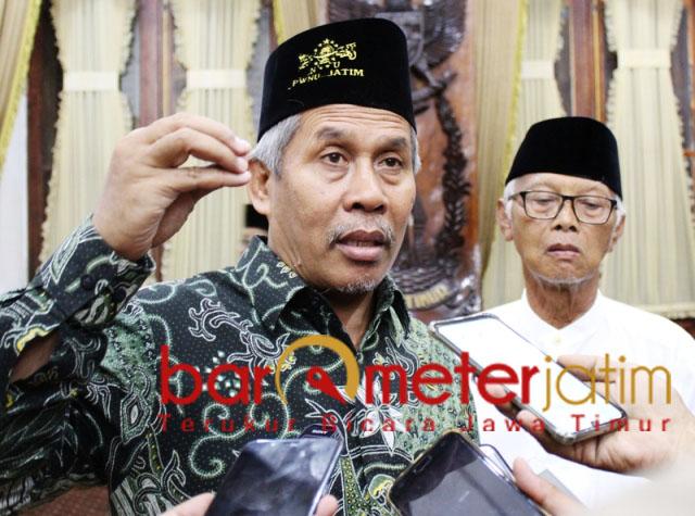 PILWALI SURABAYA: Kiai Marzuki, belum punya gambaran siapa penerus Risma di Surabaya.   Foto: Barometerjatim.com/ROY HS