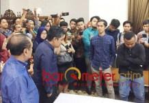 TAK UTAMAKAN MAKAN: Mahasiswa utamakan dialog dengan Gubernur Khofifah ketimbang urusan makan. | Foto: IST