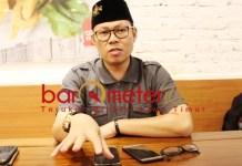 BELUM DISENTUH: Ahmad Nawardi, 60 persen kampung di Surabaya belum disentuh Risma. | Foto: Barometerjatim.com/ROY HS