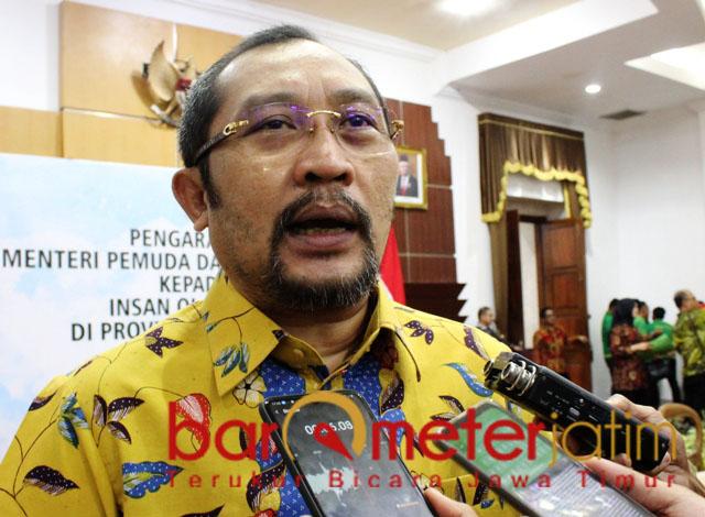 KRITIK RISMA: Sahat Tua Simanjuntak, sayangkan mentalitas birokrasi Risma.   Foto: Barometerjatim.com/ROY HS