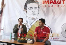 SOLUSI MILENIAL: Gamal Albinsaid (kiri), saat launching program Impact Surabaya. | Foto: Barometerjatim.com/ROY HS